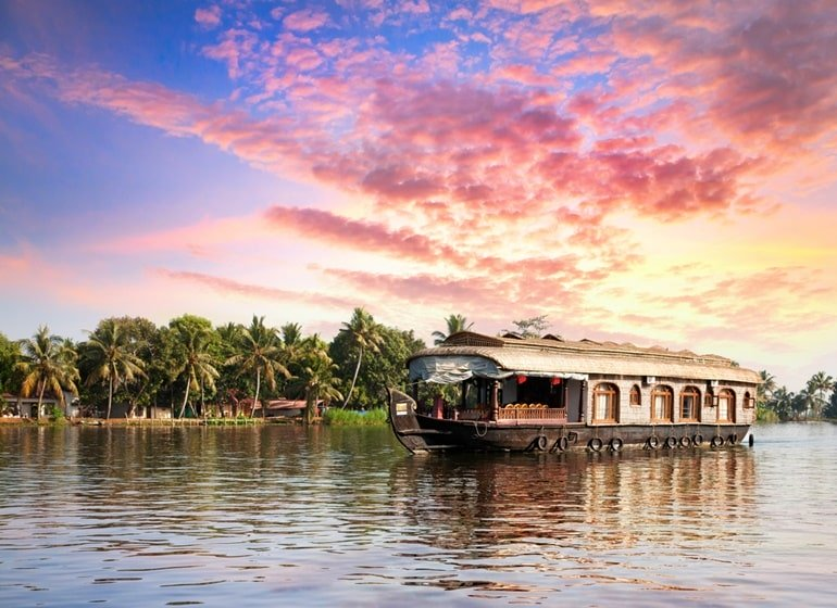 Alleppey Boathouse: Alleppey Houseboats Packages Price: Booking